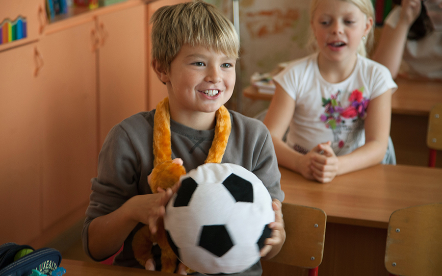 Картинки по запросу детки любят футбол